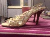 Белые открытые туфли на шпильке. Фото 2.