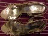 Белые открытые туфли на шпильке. Фото 3.