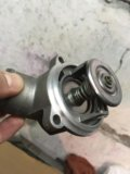 Термостат мерседес 111й мотор заводской оригинал. Фото 1.
