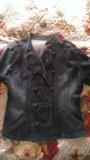 Джинцовая куртка модная. Фото 1.