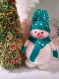 Вязаные игрушки снеговики. Фото 1.