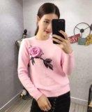Женский свитер с розой, в наличии, 42-46. Фото 1.