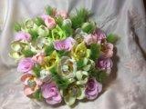 Искусственный букет цветов с конфетами. Фото 1.