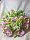 Искусственный букет цветов с конфетами. Фото 3.
