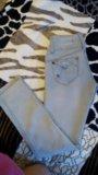 Светло серые джинсы. Фото 2.
