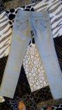 Светло серые джинсы. Фото 3.