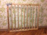 Барьер-калитка для защиты детей. Фото 1.