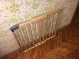 Барьер-калитка для защиты детей. Фото 2.