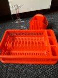 Набор для посуды и столовых приборов. Фото 1.