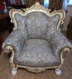 Новый комплект классической мягкой мебели. Фото 3.