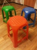 Пластиковые табуретки для детей и взрослых. Фото 1.