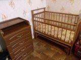 Детская кроватка с матрасом и пеленальный комод. Фото 1.