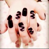 Накладные ногти и клей для ногтей. Фото 1.