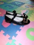 Нарядные лаковые туфли в отличном состоянии. Фото 2.