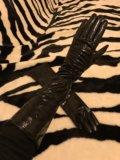 Перчатки удлинённые лакированные. Фото 1.