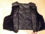 Пуховая жилетка с иск. мехом. Фото 2.