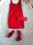 Красное платье. Фото 1.
