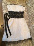 Белое с чёрным кружевом платье. Фото 1.