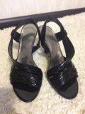 Босоножки на каблуке. Фото 2.