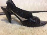Босоножки на каблуке. Фото 3.