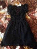 Платье,подчёркивает грудь,талию. Фото 1.