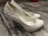 Туфли белые свадебные. Фото 3.