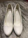 Туфли белые свадебные. Фото 2.