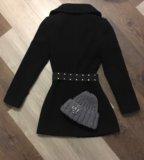 Пальто чёрное шапка серая. Фото 2.