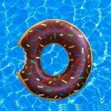 Круг надувной пончик в наличии. Фото 4.