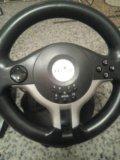 Игровой руль с педалями. Фото 1.