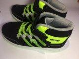 Яркие кроссовки. Фото 3.