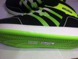 Яркие кроссовки. Фото 2.