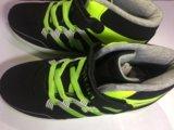 Яркие кроссовки. Фото 4.