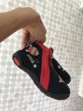 Новые детские ботинки. Фото 1.