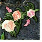 Женские джинсовые шорты с вышивкой. Фото 3.