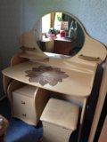 Туалетный столик (трюмо ) + банкетка. Фото 1.