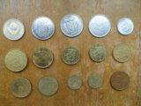15 металлических монет разных стран. Фото 2.