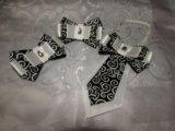 Набор из 2-х бантиков на резинке и галстук-брошь. Фото 1.