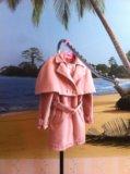 Пальто с накидкой на плечи. Фото 2.