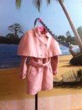 Пальто с накидкой на плечи. Фото 4.