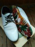 Ботинки с яркой подошвой. Фото 2.
