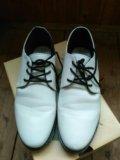 Ботинки с яркой подошвой. Фото 3.
