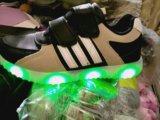 Новые кроссовки со светодиодами и подзарядкой. Фото 1.