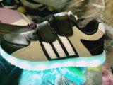 Новые кроссовки со светодиодами и подзарядкой. Фото 2.