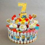 Торт из киндеров конфет подарок на день рождения. Фото 1.