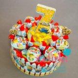 Торт из киндеров конфет подарок на день рождения. Фото 2.