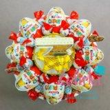 Торт из киндеров конфет подарок на день рождения. Фото 3.