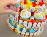 Торт из киндеров конфет подарок на день рождения. Фото 4.