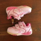 Новые кроссовки для девочки. Фото 1.