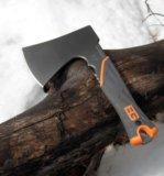 Топор gerber bear grylls survival hatchet. Фото 3.